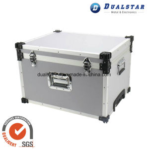 Aluminum Toolbox with Built-in Pull Rod pictures & photos