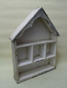The Shape of The White House Contracted Natural Wood Lattice Flower Shelf pictures & photos
