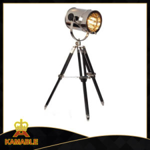 Modern Studio Wood Tripod Table Lamp (KAT701S) pictures & photos