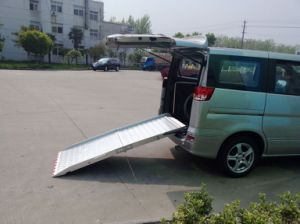 Manual Wheelchair Elevator for Van with CE Certificate and Loading 350 Kg pictures & photos