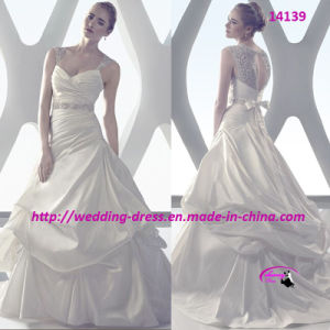 Embodiment Luxurious Fabrics Wedding Gown Bridal Dress pictures & photos