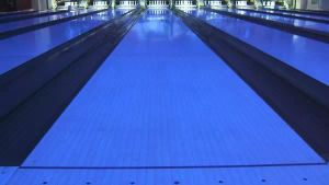 Bowling Fluorescent Track Is a Synthetic pictures & photos