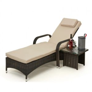 Well Furnir T-0543 Attractive Adjustable Rattan Sun Lounge with Free Side Table pictures & photos