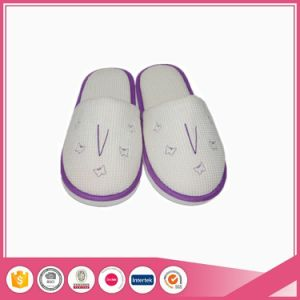 White Quality Waffle Indoor Home Slippers pictures & photos