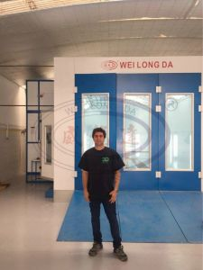 Auto Spray Booth (Customized with scissor lift inside the booth) Wld8400 pictures & photos
