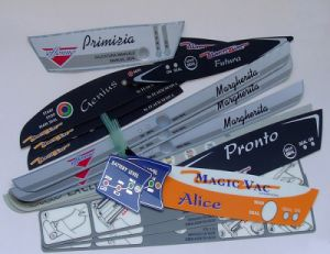 Weather Resistant Permanent Clear Full Color Glossy Delicate Electronic Nameplates pictures & photos