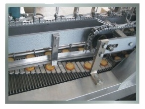 Biscuit Sandwiching Machine Combined with Packing Machine pictures & photos