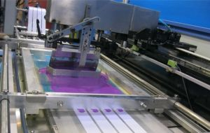 Clothing Labels Automatic Screen Printing Machine with High Precision pictures & photos
