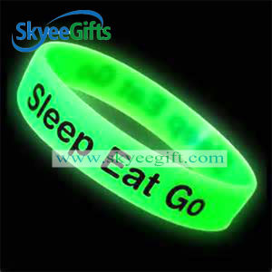 Glowing and Customized Silicone Wristband pictures & photos