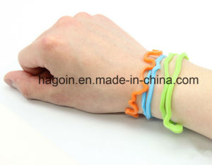 Good Quality Fashion Rubber Wrist Band pictures & photos