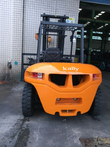 Lifting Equipment of Diesel Forklift Truck (CPCD70) pictures & photos