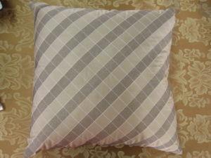 Color Block Grey/ Khaki Square Pillow pictures & photos