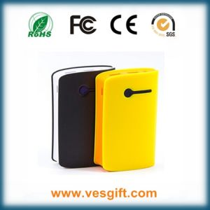 High Capacity Portable Universal Charger 7800mAh Rechargeable Power Bank pictures & photos