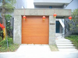 Industrial/Residential Wood Grain/ Wood Color Aluminium Roller Shutters Door pictures & photos