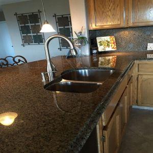 Tropical Brown Granite Kitchen Countertop/Vanitytop pictures & photos