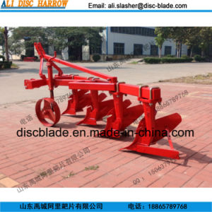 China 1L Series of Tractor Mounted Share Plow Furrow Plow pictures & photos