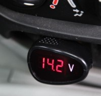Digital Voltmeter of 12V Car Battery Monitor