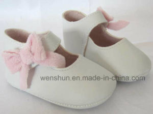 Simple Designs with Bowknot Baby Shoes Ws1149 pictures & photos
