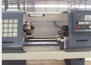 Heavy Duty CNC Pipe Threading Lathe Machine (QK1313) pictures & photos