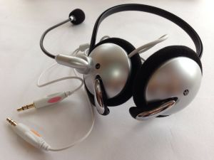 Dynamic Stereo headphone with Volume Control pictures & photos