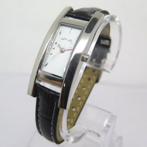 Womem′s Alloy Watch Fashion Cheap Hot Watch (HL-CD033) pictures & photos