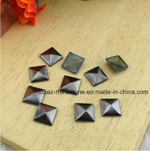 10mm Gun Metal Flat Back Iron on Square Copper Pyramid Studs Punk Style Rivet Hotfix Nailhead (HF-square 10mm) pictures & photos