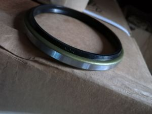 Tc Oil Seal Made with Brown Fluorubber Rubber pictures & photos