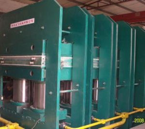 Rubber Sheet Conveyor Belt Hydraulic Vulcanizer Machine pictures & photos