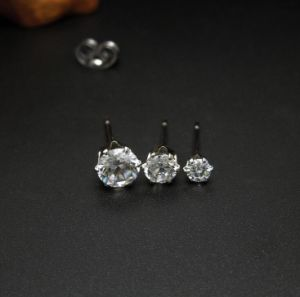 Crystal Stud Earrings 316L Stainless Steel Women Fashion Jewelry pictures & photos