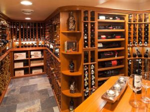 Customzied Wine Cellar with Pine/Oak Wooden Wine Cabinet pictures & photos