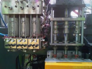 Injection Blow Molding Machine for 1L Bottle pictures & photos