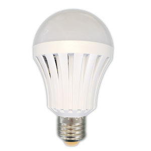 Hot 2017 Built-in Rechargeable Battery 5W 7W E27 B22 Intelligent LED Bulb Light LED Emergency Bulb pictures & photos