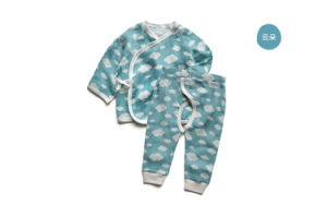 Organic Cotton Baby Gift Set Snow Printing Baby Clothing Set for Newborn Baby pictures & photos