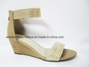Sexy Lady Fashion Women Wedge Heel Sandals with Gold Circle pictures & photos