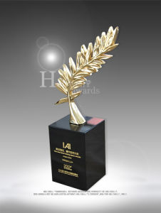 High-End Award with Crystal Base for Cooperate Gift Use