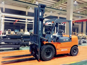 4.5 Ton Diesel Forklift Isuzu 6bg1 on Sale pictures & photos