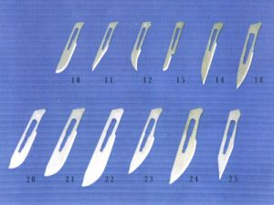 Disposable Carbon and Stainless Steel Sterile Surgical Blade (H-2-1 H-2-2) pictures & photos