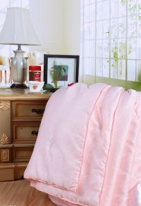 Pink Jacquard Luxurious Mulberry Silk Quilt
