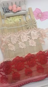 Apparel Accessories Fashionable 11cm Width Factory Stock Rose Embroidery Purfle Trimming Net Mesh Lace for Women Garments & Home Textiles & Curtains pictures & photos