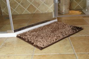 Shiny Chenille Long Pile Bathroom Door Mat with Anti Slip Base pictures & photos