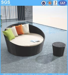 Rattan Daybed Round Sofa Outdoor Garden Furniture Ln-021 pictures & photos