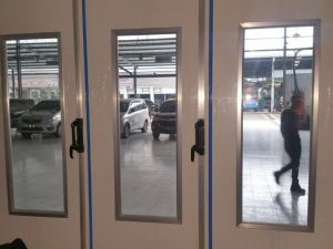 Hot Sale Ce Approved High Quality Car Spray Booth pictures & photos