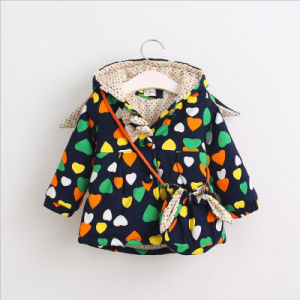 Cute Printed Heart Pattern Girl Coat for Kids Clothes pictures & photos