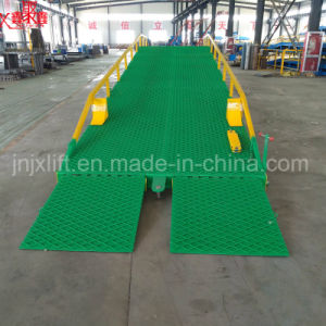 Warehouse Hydraulic Truck Container Adjustable Loading Dock Leveler pictures & photos
