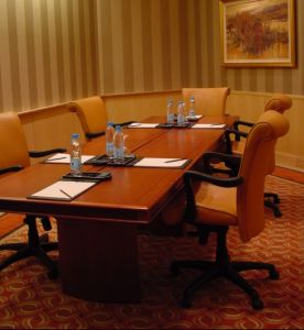 Restaurant Furniture/Hotel Furniture/Conference Table and Chair/Meeting Room Furniture/Dining Sets Gld-029) pictures & photos