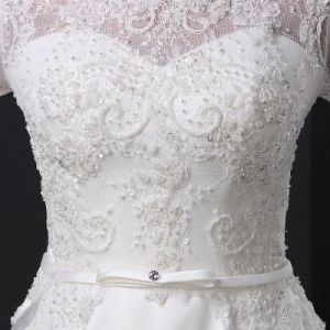 White Bridal Gown Lace Flower Pearls Wedding Dress (SL-028) pictures & photos
