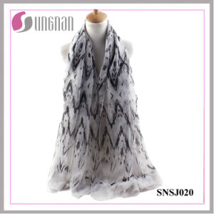 Spring Simplicity Ladies Wave Rhombic Printed Voile Scarf pictures & photos