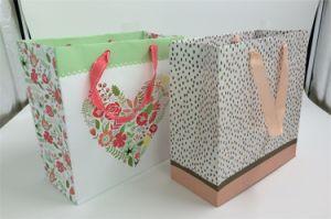 Beautiful Heart-Shaped Handle Shopping Paper Bags/ Gift Bags