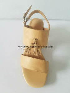 Lady Waxed Leather Pointed with Tassel Sandals pictures & photos