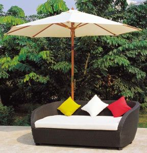 Outdoor Wicker/Rattan Daybed with Umbrella for Garden pictures & photos